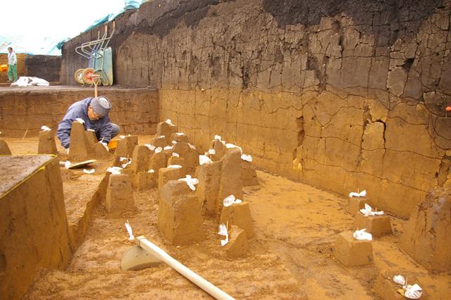 Excavation of Tsukimino-kamino site Loc.14_a0186568_2212430.jpg