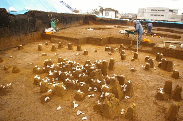 Excavation of Tsukimino-kamino site Loc.14_a0186568_2304252.jpg