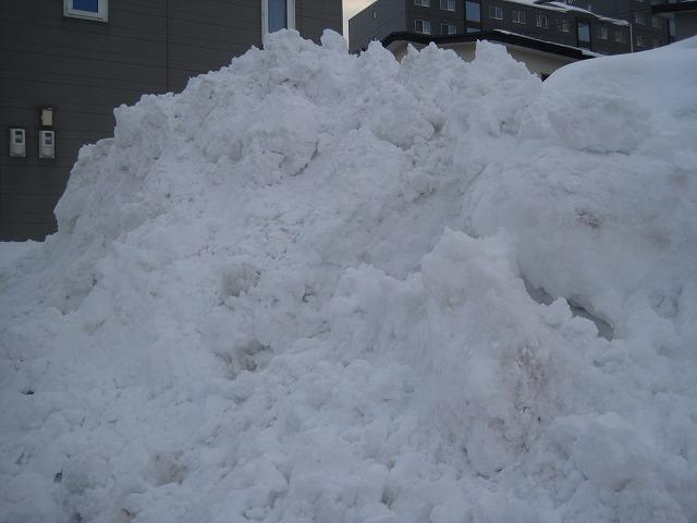 駐車場の排雪・・・_f0202703_1384736.jpg