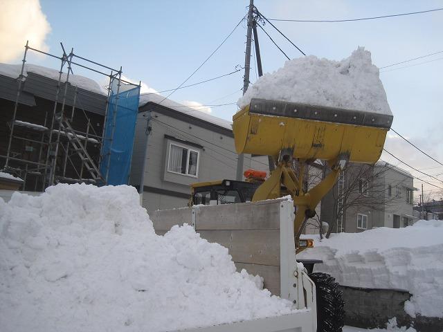 駐車場の排雪・・・_f0202703_1394481.jpg