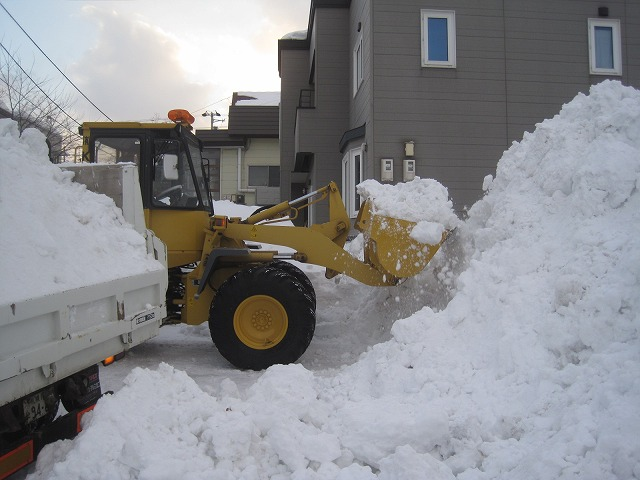 駐車場の排雪・・・_f0202703_144783.jpg