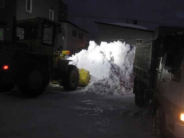 駐車場の排雪・・・_f0202703_1504237.jpg