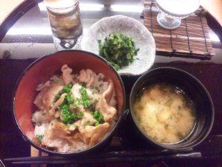イベリコ豚丼_e0159969_22343636.jpg