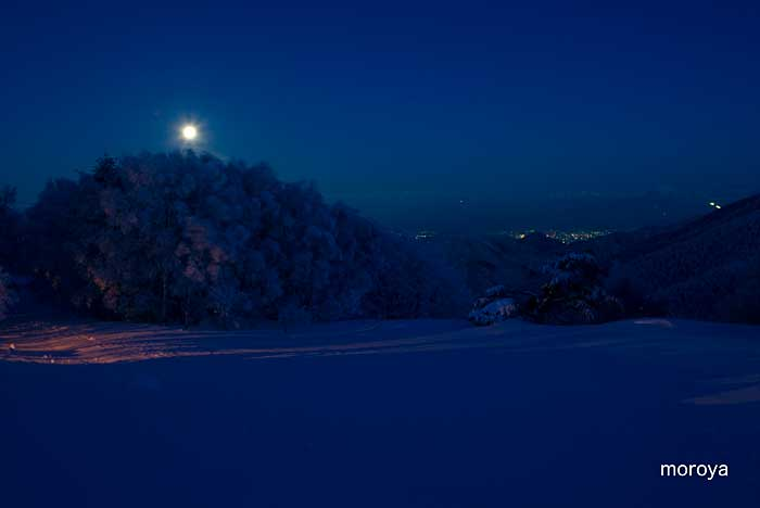 月のある風景_c0085877_7191183.jpg