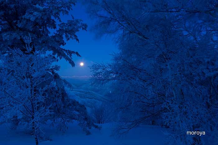 月のある風景_c0085877_7195777.jpg