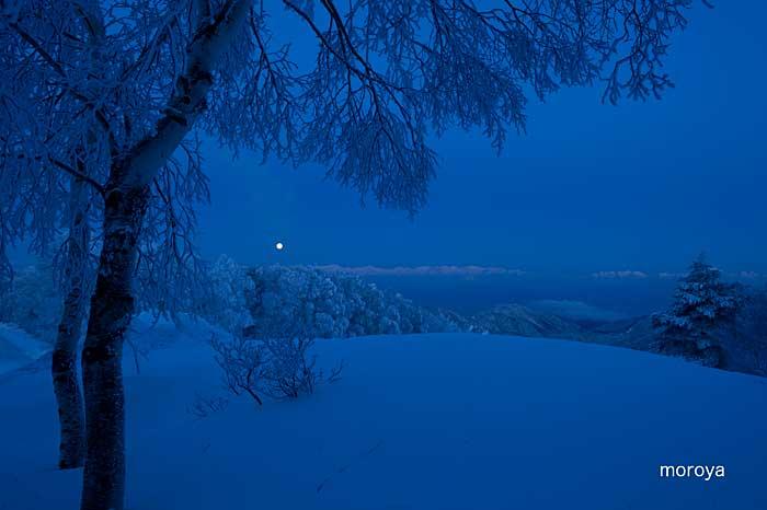 月のある風景_c0085877_7201818.jpg