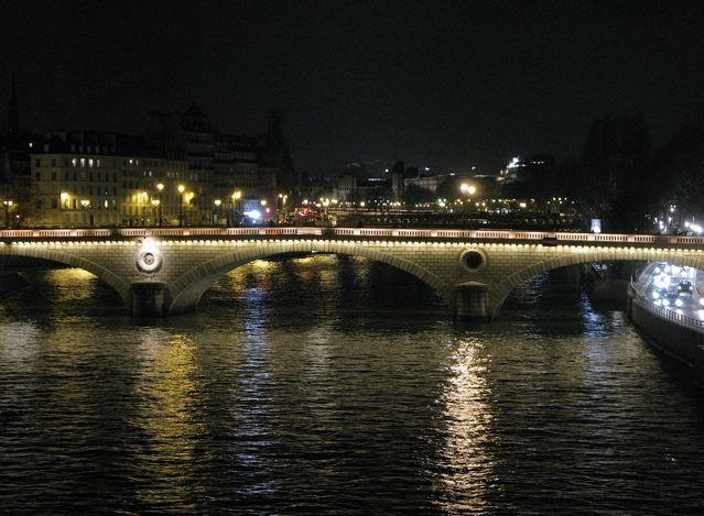 夜のパリ、セーヌは光で溢れる〜♪♪(サンルイ島ーパリ)_f0119071_9133783.jpg