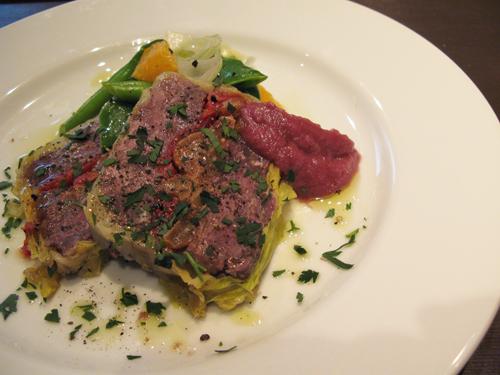 牛頬肉のジェラティーナ 赤ワイン煮にしたりんごのピュレを添えて_c0153426_15272361.jpg