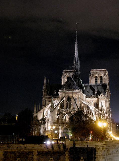 夜のパリ、セーヌは光で溢れる〜♪♪(サンルイ島ーパリ)_f0119071_643589.jpg
