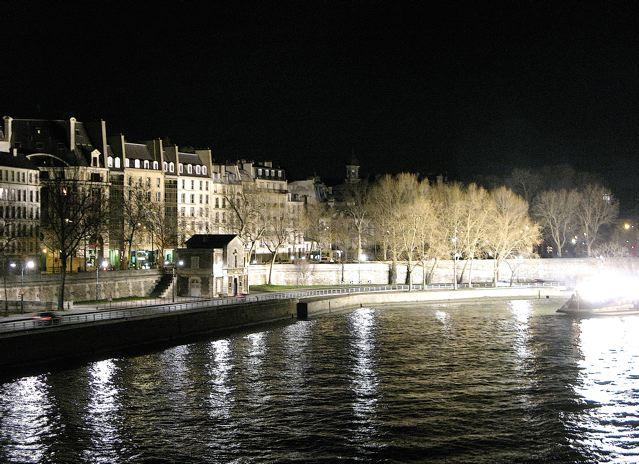 夜のパリ、セーヌは光で溢れる〜♪♪(サンルイ島ーパリ)_f0119071_6571027.jpg