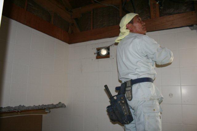 浴室改修が本格的に始まりました_e0207151_18462975.jpg