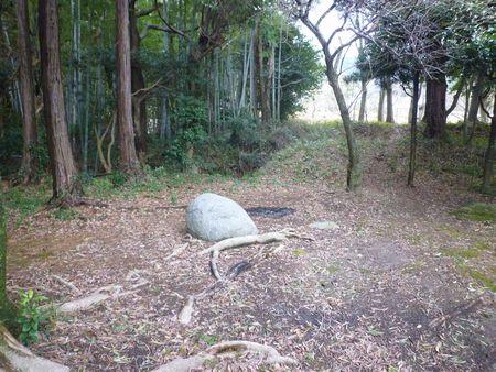 鎮懐石八幡宮(2)石の大きさの謎をルナもやっぱり考えた_c0222861_13255149.jpg
