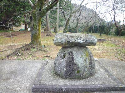 鎮懐石八幡宮(2)石の大きさの謎をルナもやっぱり考えた_c0222861_13263561.jpg