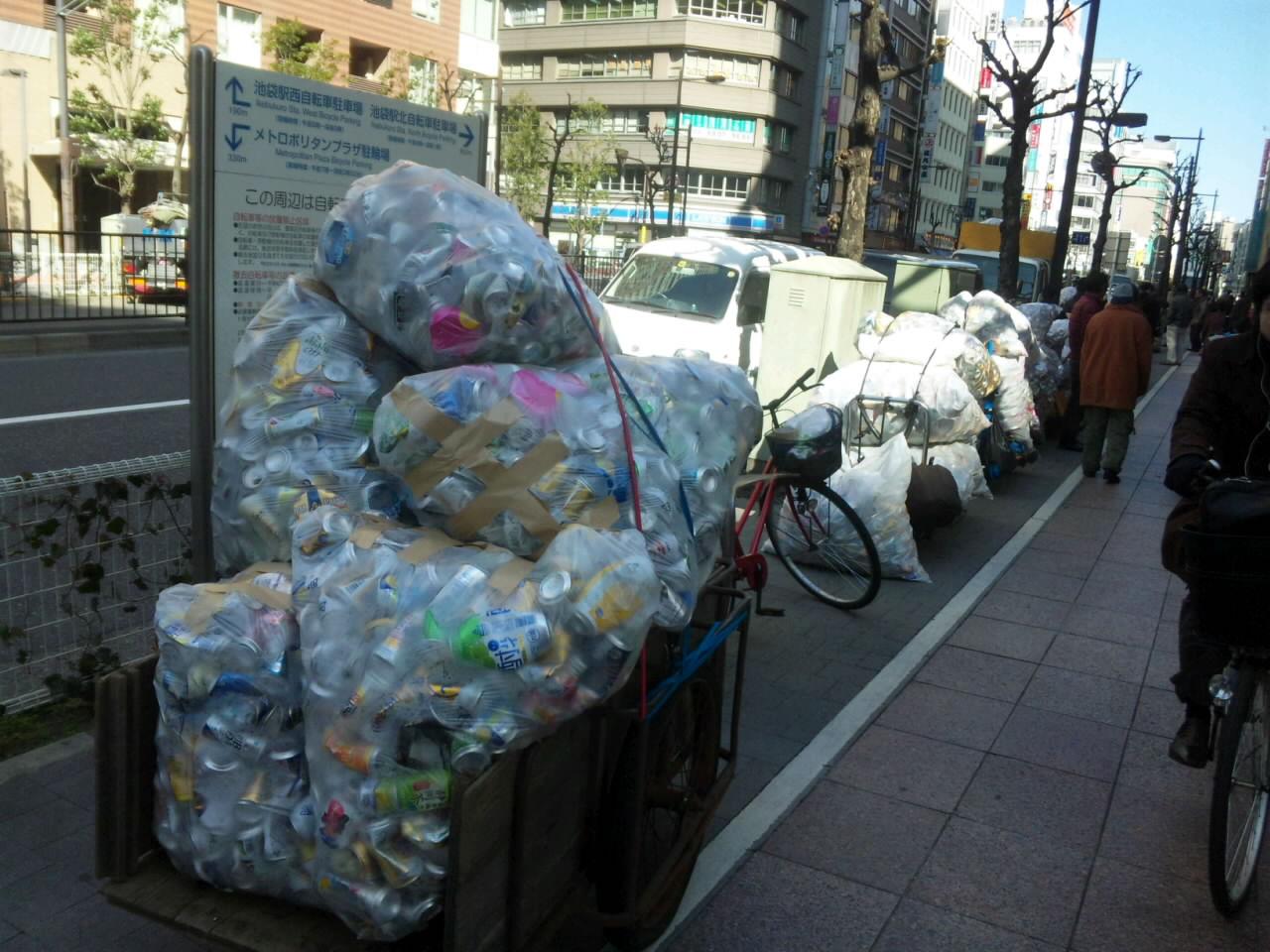 東京のホームレス達 資源節約のため行動している_d0027795_10201215.jpg