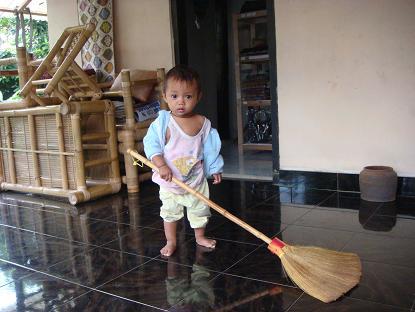 小さいクトゥットのゴトンロヨン Si Ketut Kecil ikut Gotong Royoung_a0120328_13561359.jpg
