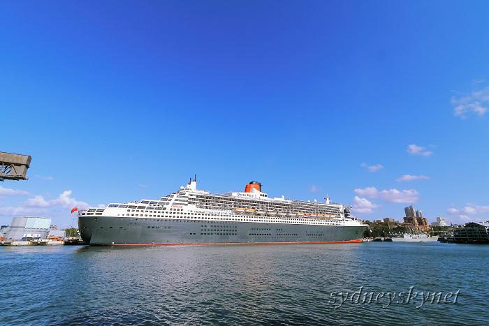 Queen Mary 2 シドニー就航_f0084337_18455815.jpg