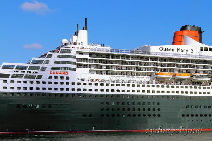 Queen Mary 2 シドニー就航_f0084337_18461982.jpg