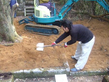 墓掘り_b0108560_14465861.jpg