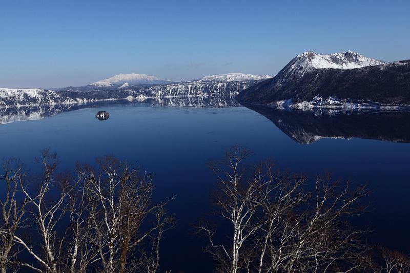 2/3 眼下の絶景 驚愕 真っ青の摩周湖_a0160581_9121150.jpg