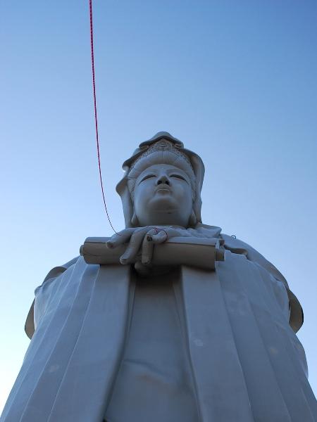 高崎白衣大観音「赤い糸祈願祭」30mの赤い糸_c0177814_1612066.jpg