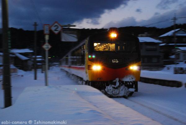 黄昏どきのリゾート列車_f0164826_0153571.jpg
