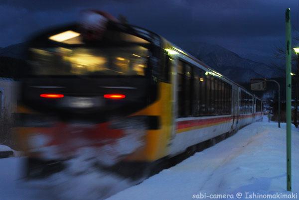 黄昏どきのリゾート列車_f0164826_0161663.jpg