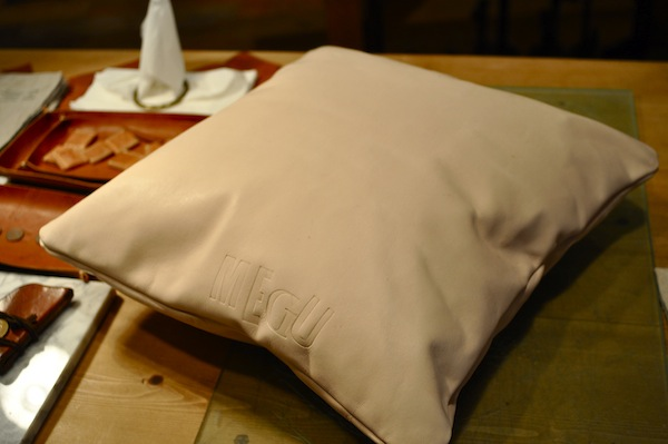 leather cushion_b0172633_19521366.jpg
