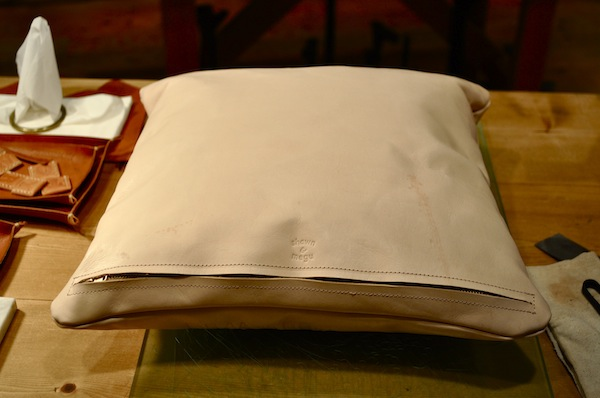 leather cushion_b0172633_1952191.jpg