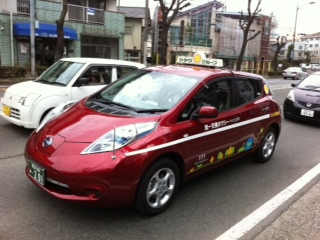 あっ、電気自動車だ!_c0217853_23484313.jpg