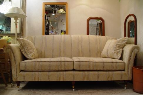 イギリスの上品なソファー入荷!!_a0096367_20413668.jpg