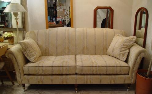 イギリスの上品なソファー入荷!!_a0096367_20414366.jpg