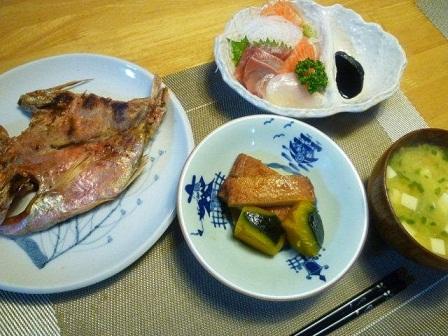 焼き魚とお刺身とかぼちゃの煮物(*^^)v_b0175688_20564448.jpg