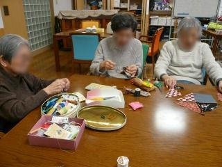 手芸<アクティブライフ夙川・デイサービス>_c0107602_1410546.jpg