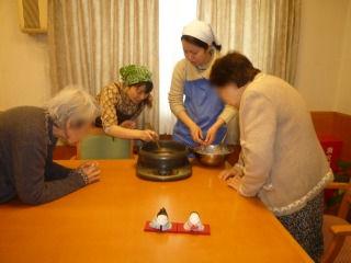 お菓子作り<アクティブライフ夙川・グループホーム>_c0107602_14223517.jpg
