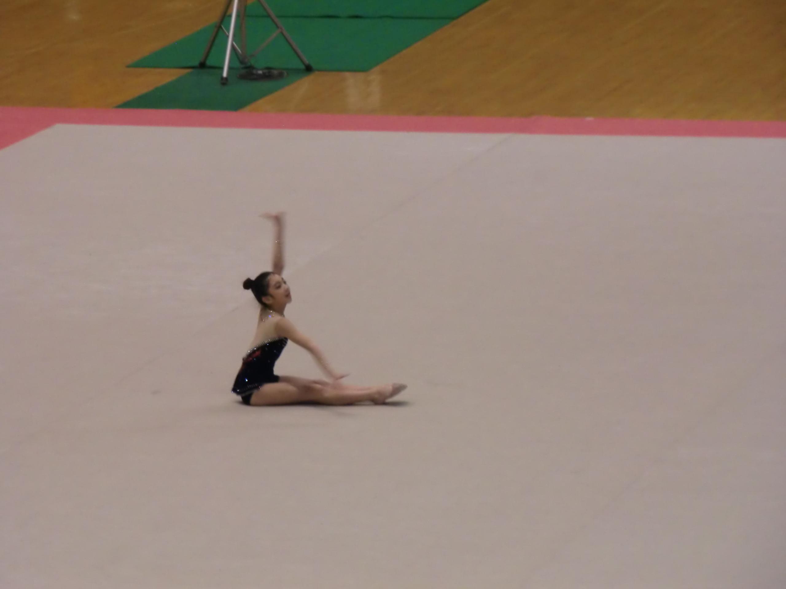 娘が新体操教室に_e0123104_7475714.jpg