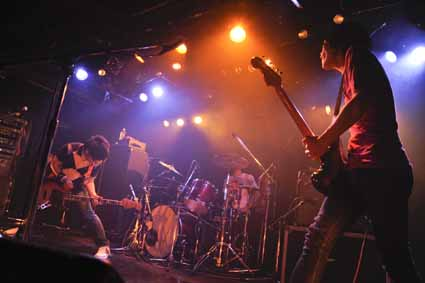 monokuro AND TOUR 2010-2011 @ 下北沢CLUB Que 11.01.16_d0131511_411418.jpg