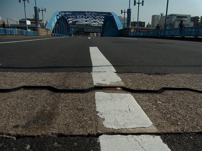 橋の白線_c0156717_9461285.jpg