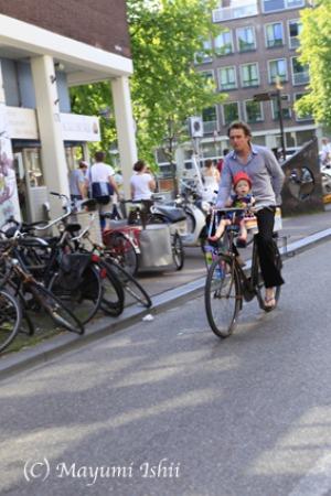 自転車レーンのある街、アムステルダム。_a0086851_23365781.jpg