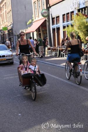 自転車レーンのある街、アムステルダム。_a0086851_23372098.jpg