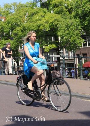 自転車レーンのある街、アムステルダム。_a0086851_23374366.jpg