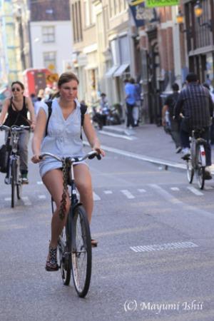 自転車レーンのある街、アムステルダム。_a0086851_2338229.jpg
