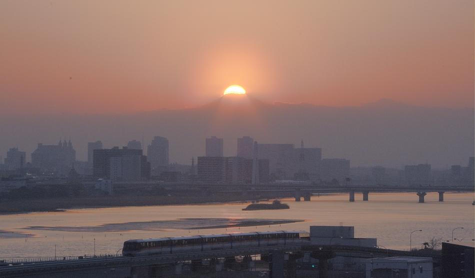 ダイヤモンド富士・羽田空港国際線_a0150260_0335550.jpg