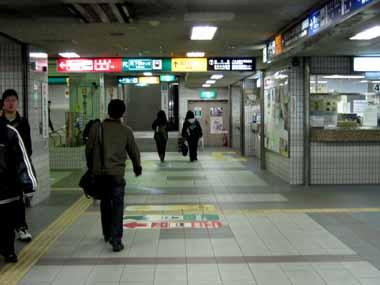 京都・北大路バスターミナル。_d0136282_19512695.jpg