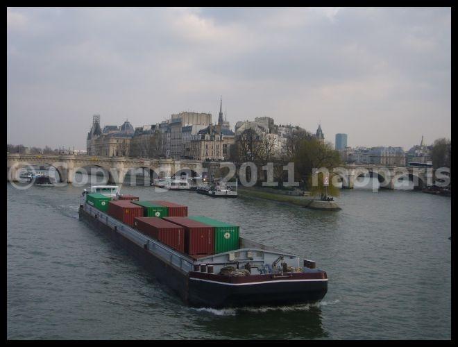 ■ポン・ヌフ、芸術橋界隈2月22日(PARIS)_a0008105_20581541.jpg