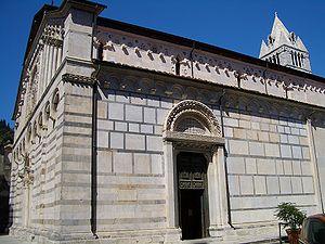 ミケランジェロの見た物〜Duomo di Carrara_d0136540_5583345.jpg