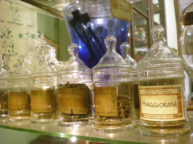フィレンツェで見つけた怪しい魔法のお店!??_c0179785_6462396.jpg