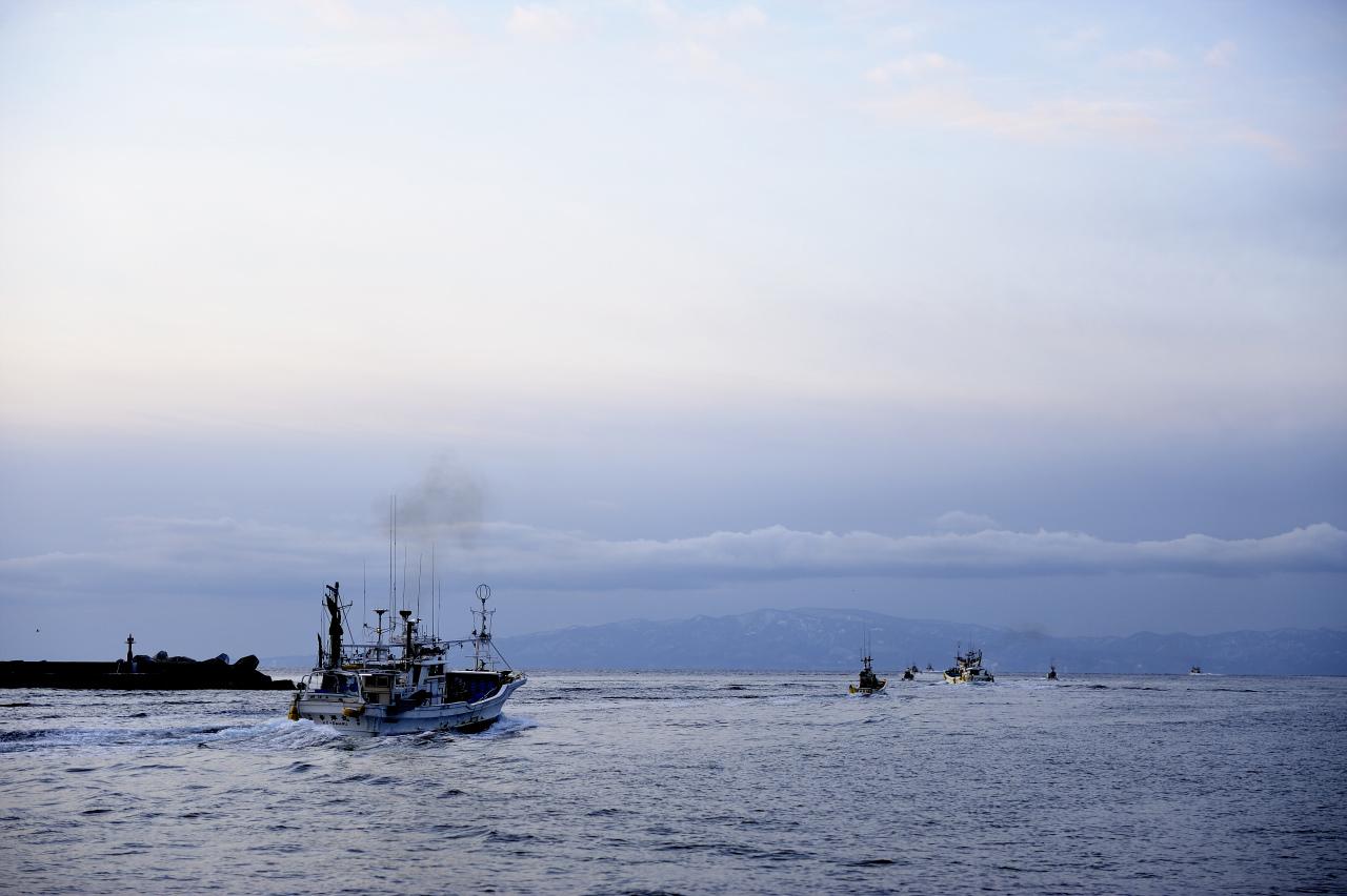 灯台と漁船_e0171886_19532168.jpg