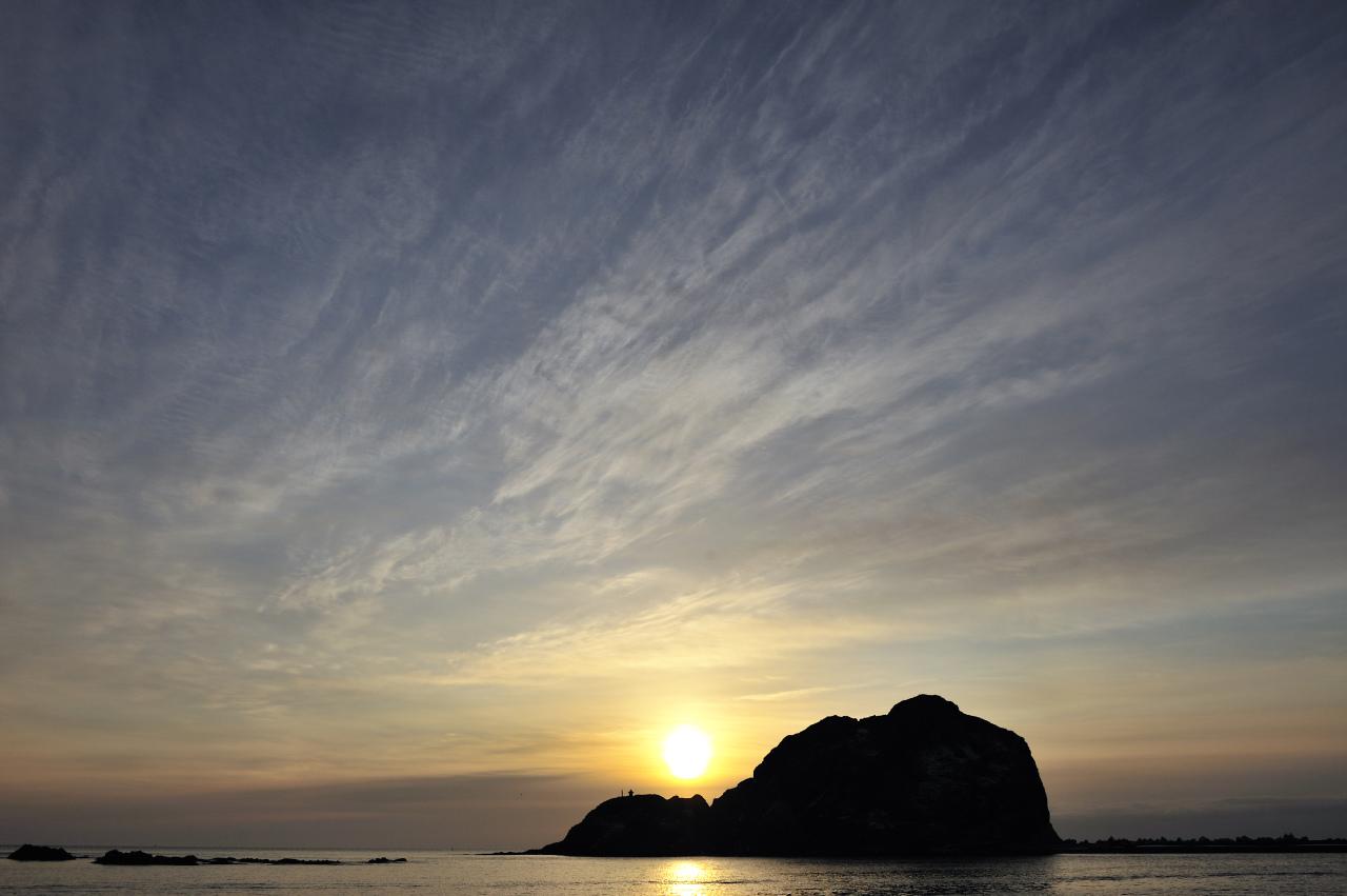 灯台と漁船_e0171886_19533636.jpg