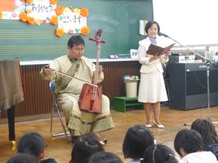 馬頭琴の生演奏に感激 杉並区立富士見丘小学校_e0088256_081469.jpg
