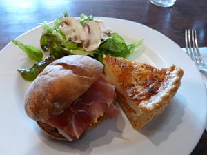 『BRADIPO cafe  ESSENZA shop』さん_b0142989_1781269.jpg